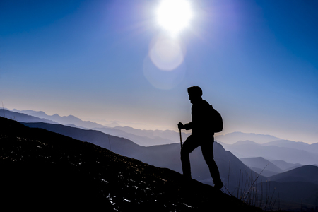 actividad activa de un valiente líder escalador