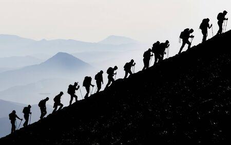 un hermoso marco de fotos que muestra el espíritu de equipo moviéndose juntos y en armonía