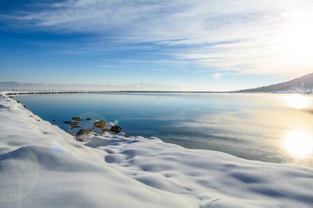 spectacular winter sun and lake view Zdjęcie Seryjne