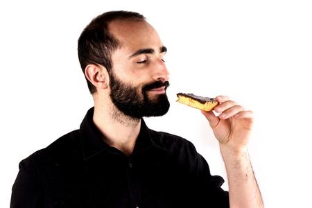 slob: Man eating cake