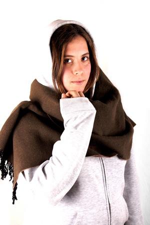 sweatshirt: Chica con camiseta y bufanda