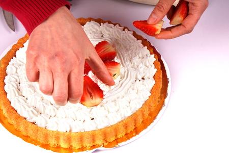 Decorating a cake Archivio Fotografico