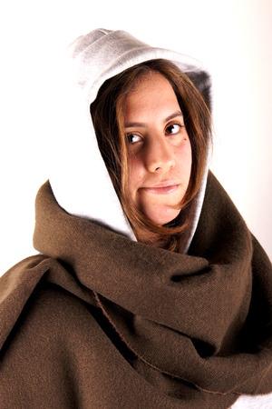 sudadera: Chica con camiseta y bufanda