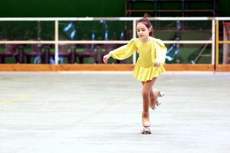 Soragna, Parma, Italia - Marzo 20, 2016: Los atletas, entrenadores y jueces involucrados en una Competencia de patinaje artístico