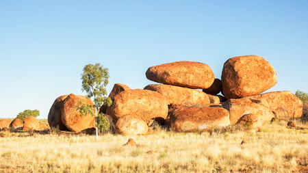 morning view of the devils marbles in australia Imagens