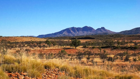 wide shot of mount sonder in the west macdonnell ranges Фото со стока