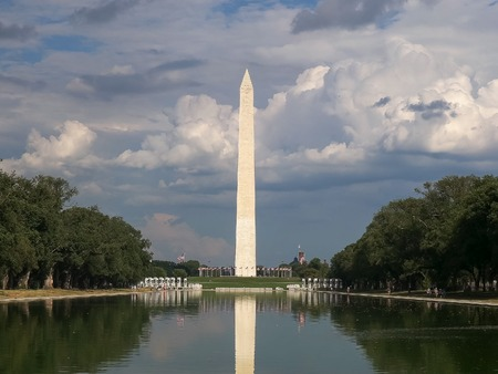 Cerca del monumento a Washington en Washington. Foto de archivo