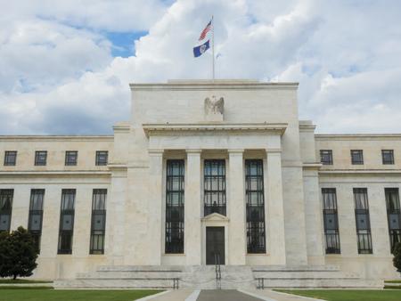 frontale in vista dell'esterno dell'edificio della Federal Reserve