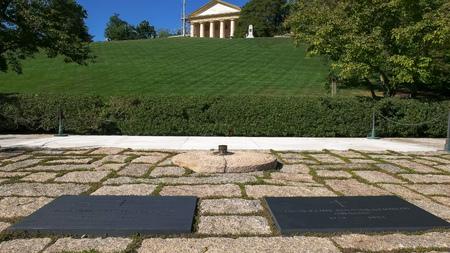 约翰·肯尼迪和杰奎琳·肯尼迪的墓和华盛顿的阿灵顿宫,