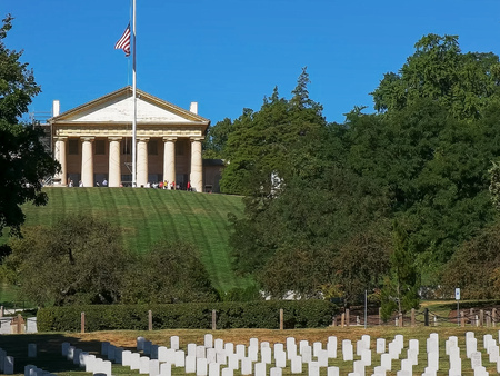 close view of arlington house and arlington cemetery