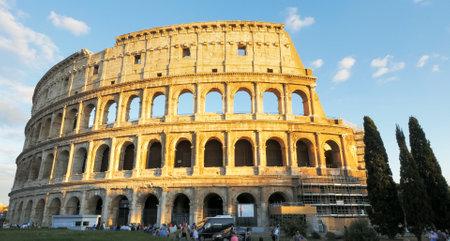 ROME, ITALIE - 30 SEPTEMBRE 2015 : vue en fin d'après-midi sur le Colisée, Rome