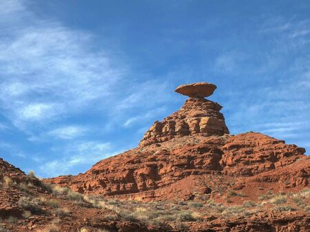 morning shot of mexican hat in utah, usa Imagens