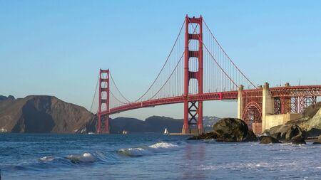 close view of golden gate bridge from marshalls beach in san francisco Stockfoto