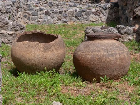 NAPLES, ITALY- JUNE, 13, 2019: two pots on the ground at pompeii 新闻类图片
