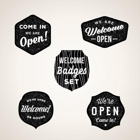 acogida: Retro Bienvenida y abiertas Signos o etiquetas. Textura Formas con la tipograf�a. Vectores