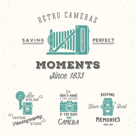 Retro Camera Photography Set. Vector Labels or Logos with Typography and Textures. Vettoriali