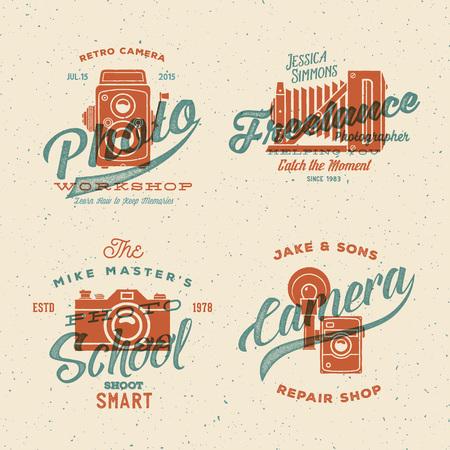 Camera Fotografie Vector Etiketten of Emblemen met Vintage Typografie en Retro Print Effect. Gestructureerde achtergrond.