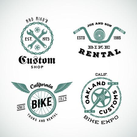 in chains: Conjunto de vector retro etiquetas personalizadas de bicicletas o insignias eléctricas.