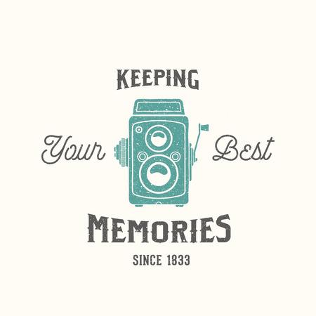 macchina fotografica: Vintage Camera Fotografia vettore Etichetta, Card o un modello con logo retrò Tipografia e Texture
