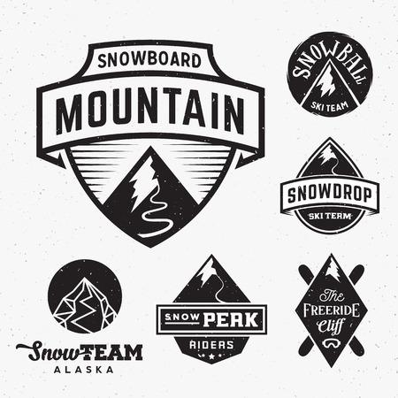 neve montagne: Set di Sci Snowboard Snow montagne Sport loghi o etichette d'epoca, con Shabby Texture. Isolato.