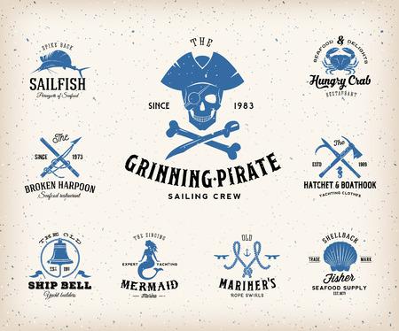 Vintage Nautical Labels of design elementen met Retro Textures en typografie. Pirates, Harpoenen, knopen, schelpen, Mermaid, Sailfish, Bells, etc. Past Perfect voor een T-shirt Design, posters, Flayers, Logos enzovoort. Geïsoleerde Vector Illustratie. Stock Illustratie