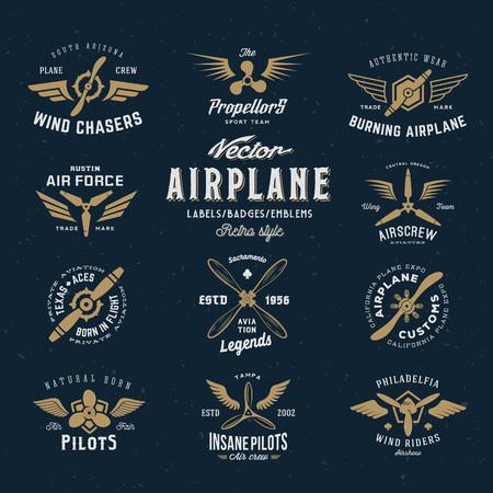 aeroplano: Vintage vettore aereo Labels set con Retro tipografia. Texture Shabby su sfondo blu. Vettoriali