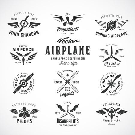 Avión de la vendimia del vector con etiquetas Conjunto retro de la tipografía. Aislado. Ilustración de vector