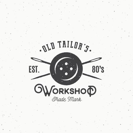 Alte Schneider Werkstatt Vintage Sewing oder Kleidung Emblem, Etikett, Schablone. Knopf und gekreuzte Nadeln Symbol Silhouette mit Retro Shabby Textur. Isoliert.