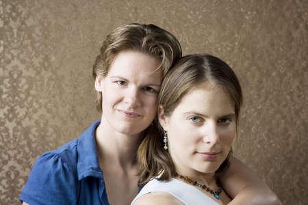 lesbienne: Portrait de deux jeunes femmes Pretty Amis