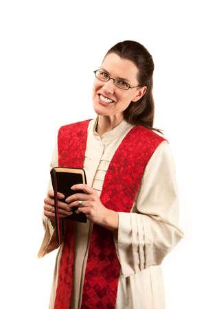 stola: Weibliche Pastor in Robe und rote Stola auf wei�em Hintergrund  Lizenzfreie Bilder