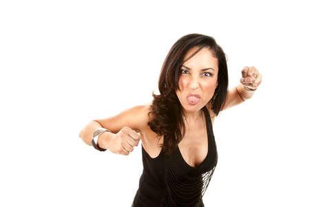 Hispanic vrouw uit haar taal vast en het gooien van een prik