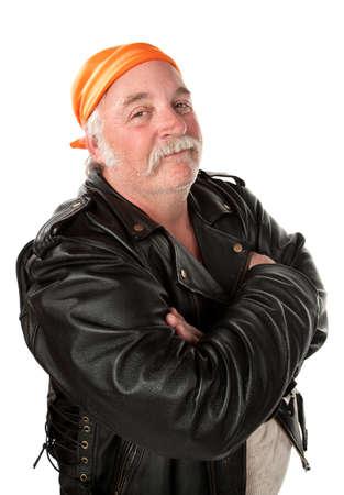 tough: Sonriente miembro de la pandilla motociclista con chaqueta de cuero Foto de archivo