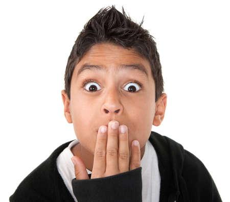 hispanic boy: Ni�o hispano buscando sorprendi� con la mano en la boca y cri� cejas