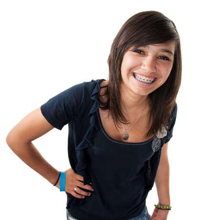 ortodoncia: Linda chica adolescente hispana con llaves y una gran sonrisa mientras la mano en la cadera  Foto de archivo