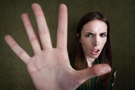 cease: Gesti piuttosto indoeuropeo donna per fermare con la mano