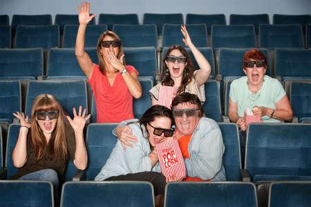 gradas estadio: Grupo de personas emocionales con gafas 3D en un cine Foto de archivo