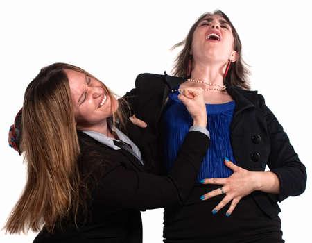 Angry zakenvrouw in een vuistgevecht op witte achtergrond