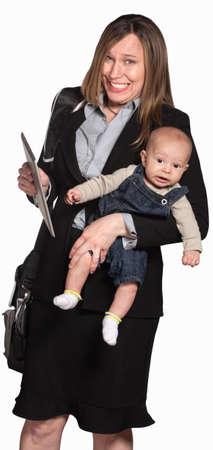 madre trabajando: De negocios feliz con el bebé sobre fondo blanco Foto de archivo