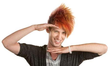 personalidad: Lindo varón de raza caucásica, con perforación del labio haciendo un gesto con las manos Foto de archivo