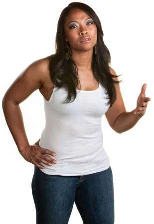 흰색 배경 위에 제스처와 함께 짜증 흑인 여성