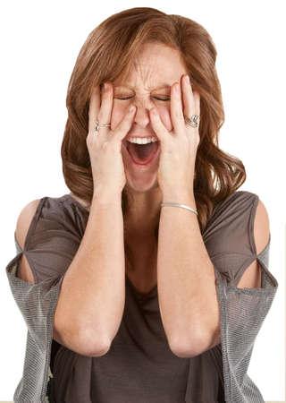 paranoia: Frantic donna urlando con le mani sul viso