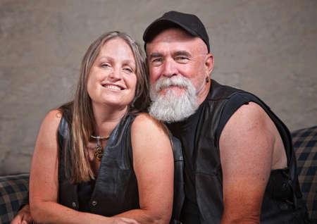 pandilleros: Adorable pareja madura motorista chalecos de cuero