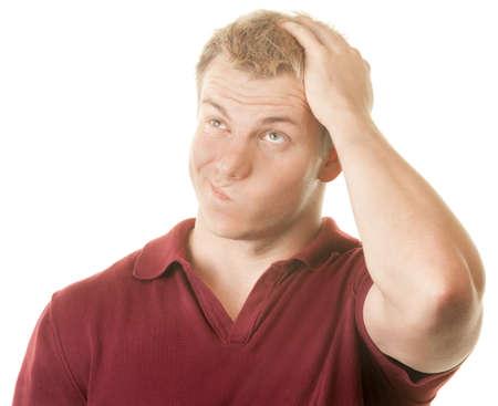 confundido: Confundido hombre con la mano en la parte superior de la cabeza