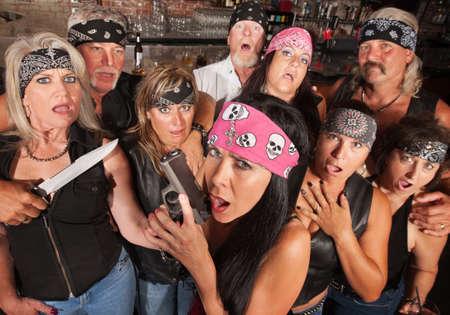 pandilleros: Impresionado multitud de miembros de pandillas de motocicletas con armas Foto de archivo