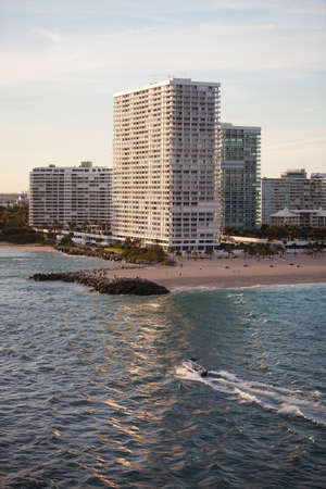 fort lauderdale: High End Condominium and Apartment Buildings at the Beach in Fort Lauderdale