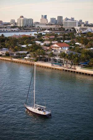 high end: Fort Lauderdale inmuebles de gama alta y la ciudad horizonte