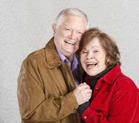 h�ndchen halten: Lachen verheirateten Mann und Frau Hand in Hand Lizenzfreie Bilder