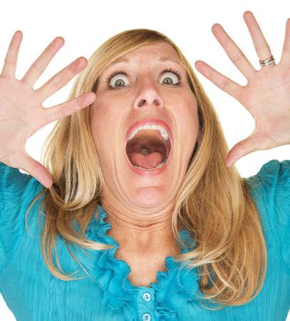 Scared blonde volwassen vrouw met de handen omhoog op gezicht Stockfoto