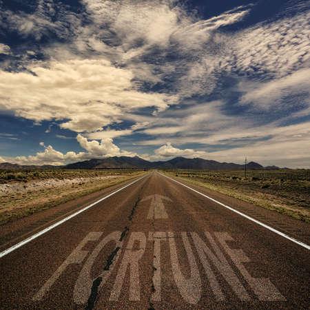 bonne aventure: Image conceptuelle de la route dans le désert avec le mot fortune et flèche Banque d'images