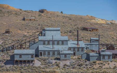 mineria: Una mina de plata abandonada viejo oeste en las monta�as de Sierra Nevada